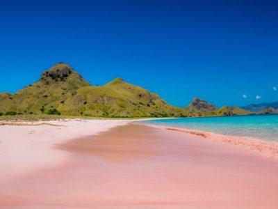 Spiaggia rosa di Pantai Merah